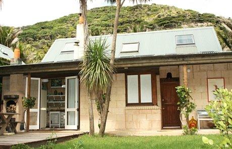 Piha House & Caravan